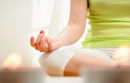 Ćwiczenie z jogi Kundalini na stres i zmęczenie