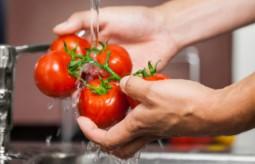 Jak oczyścić warzywa i owoce z bakterii, pasożytów i pestycydów