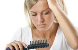 Mądre sposoby na wypadanie włosów